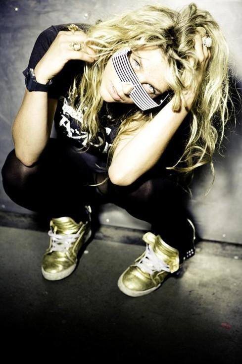 http://img.karaoketexty.cz/img/artists/30125/kesha-61141.jpg