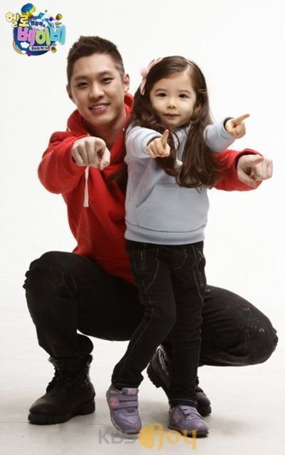 SeungHo in Hallo Baby with Lauren