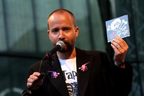 ...Šimon Ornest, vedoucí skupiny The Tap Tap...