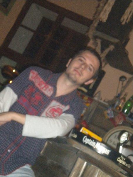 Ondra, už tři roky nám všem nalejvá, je pro nás víc než jenom barman... kámoš :-)